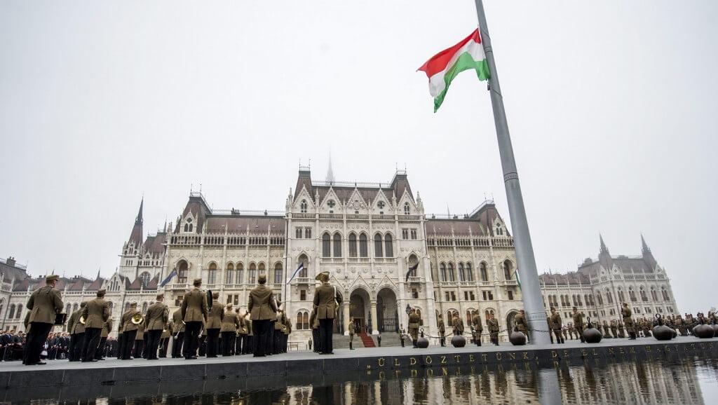 magyar-zaszlo-e1444119861422-1024x578
